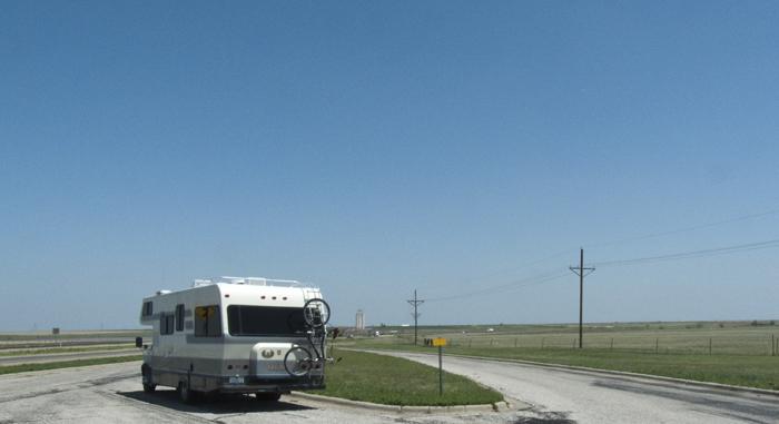 Big sky lunch break, US60 east of Panhandle TX, April 30, 2009